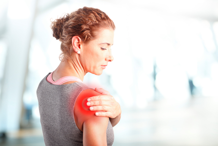 What does a torn rotator cuff feel like?